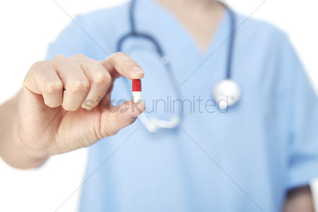 Devices : Medical personnel holding a pill
