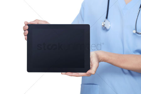 Devices : Medical personnel showing a tablet