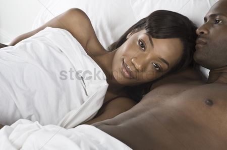 Relationships : Mid adult couple lying in bed