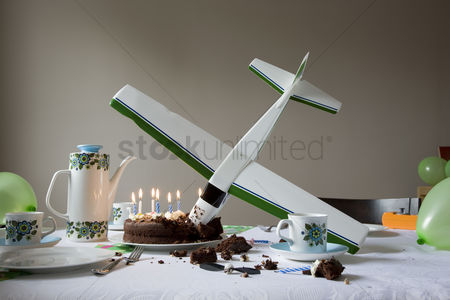 China : Model airplane flown into birthday cake