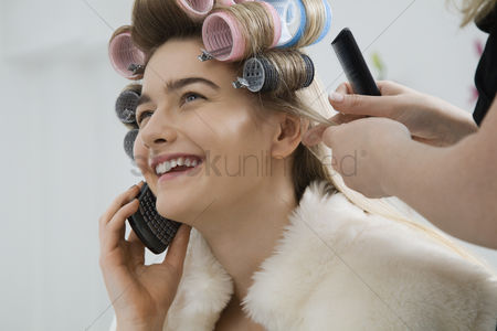 Cellular phone : Model on cell phone while having hair curled