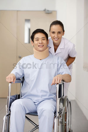 Medical personnel : Nurse pushing patient on wheelchair