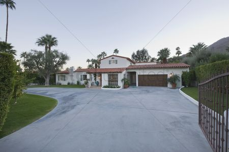 Us : Open gate and driveway of palm springs home