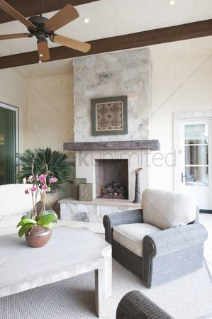 Houseplant : Outdoor room with fireplace and ceiling fan