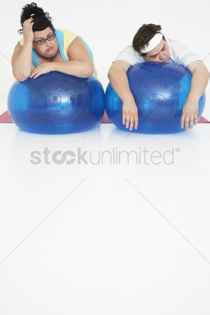Loss : Overweight man and woman with exercise balls