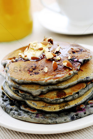 Ready to eat : Pancake with almonds and blueberries