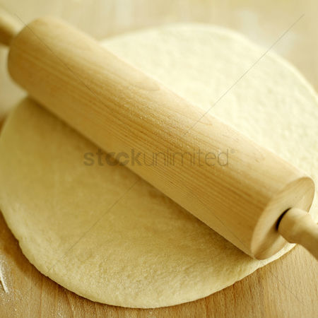 Flavour : Pizza dough rolled out with rolling pin