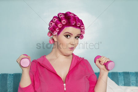 Dumbbell : Portrait of a young woman exercising with dumbbell
