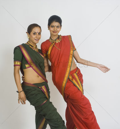 Dance : Portrait of two women dancing
