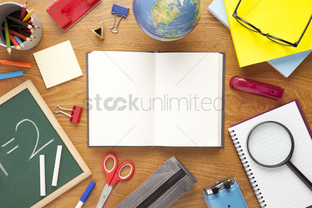 Flat : School supplies on desk background with copy space