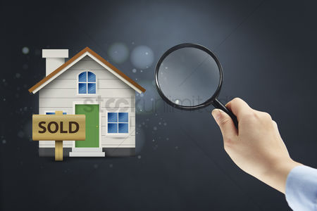 Magnifying glass : Selling property concept