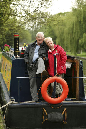 Houseboat : Senior couple posing for the camera