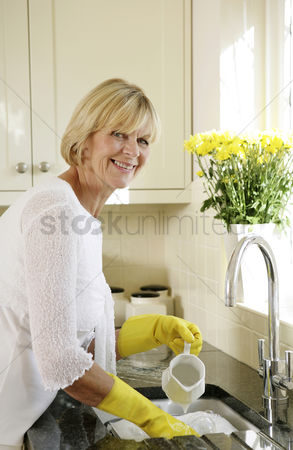 Seniors : Senior woman washing dishes in the sink