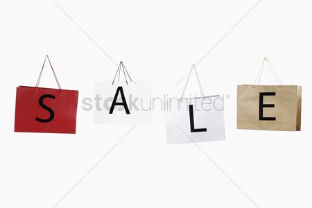 Fashion : Shopping bags with the word sale