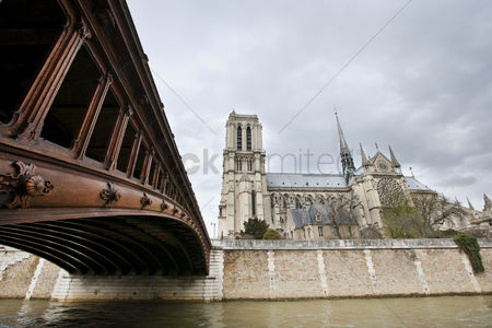 Religion : Side view of notre dame and seine river