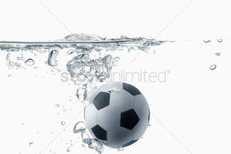 Match : Soccer ball splashing into water