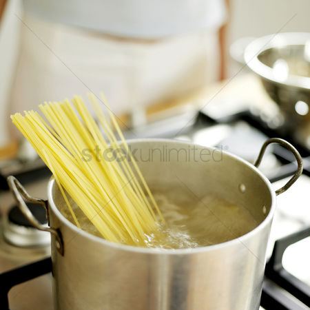 Flavour : Spaghetti cooking in pan