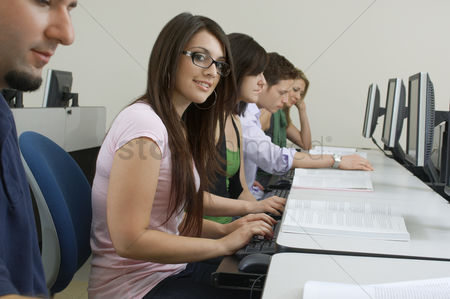 Pupil : Students working in computer classroom