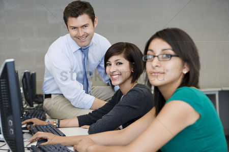 High school : Teacher and students in computer lab