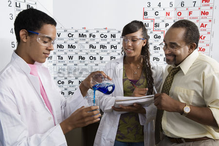 High school : Teacher and students in science class