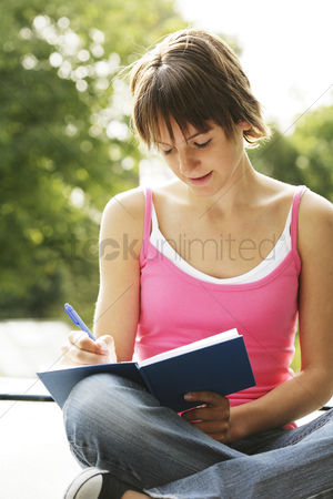 Knowledge : Teenage girl writing journal