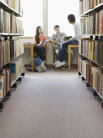 Pupil : Teenagers doing homework in library