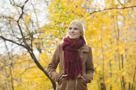 Jacket : Thoughtful woman in jacket looking away at park during autumn
