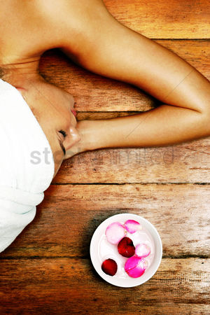 Satisfying : Top view of a lady with her hair wrapped up lying down on the floor
