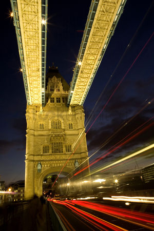 Car : Tower bridge