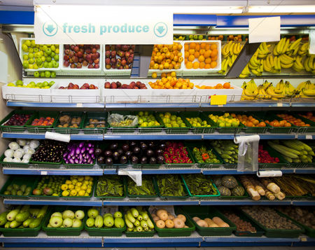 Food : Various vegetables and fruits on display in grocery store