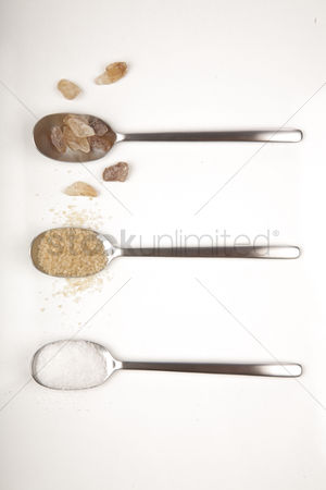 Club : White and brown sugar on spoons