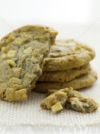 Ready to eat : White chocolate chip cookies