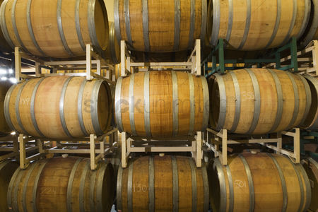 Pile : Wine casks in row and stack
