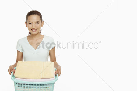 China : Woman carrying a basket of clean laundry