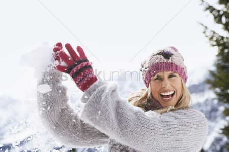Winter : Woman catching snowball