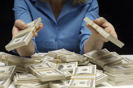 Body : Woman counting money