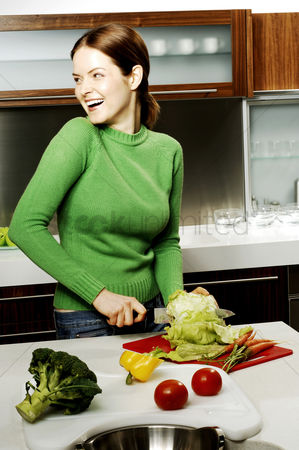 Hobby : Woman cutting vegetables in the kitchen