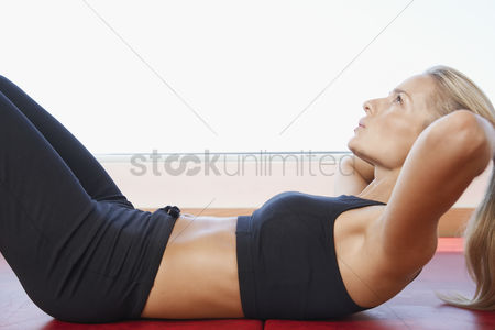 Fitness : Woman doing sit-ups close up side view