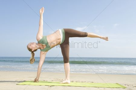 Appearance : Woman exercising at beach