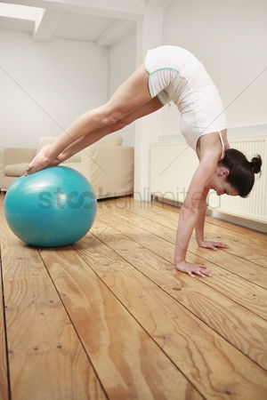 Fitness : Woman exercising with fitness ball