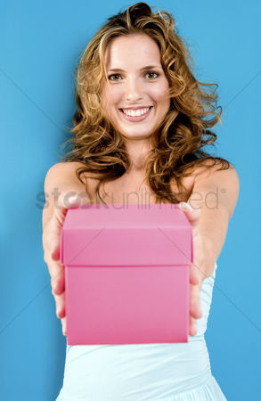 Satisfaction : Woman holding a pink box