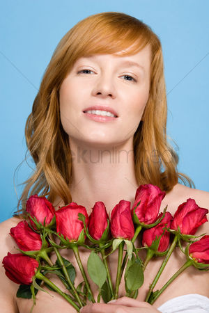 Alert : Woman holding roses
