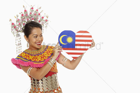 Bidayuh ethnicity : Woman in traditional clothing holding a heart shape