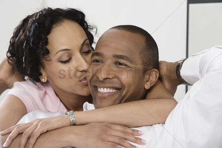 Relationship : Woman kissing smiling man