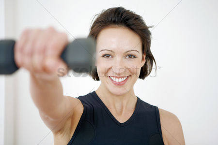 Lively : Woman lifting dumbbell