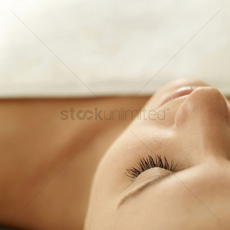 Beauty : Woman lying down with her eyes closed