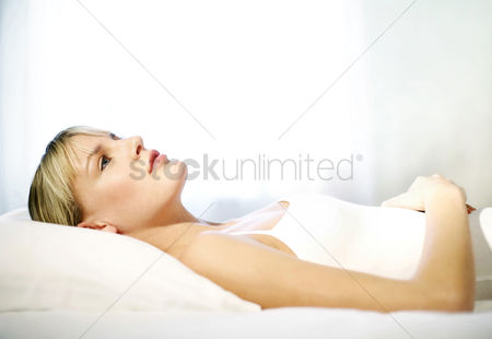 Resting : Woman lying on the bed thinking