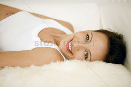 Comfort : Woman lying on the couch smiling