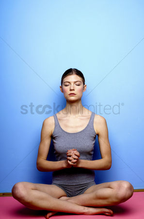 Satisfaction : Woman meditating