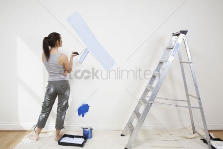 Ponytail : Woman painting wall